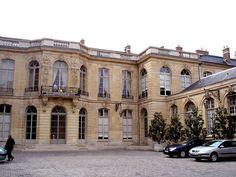 Hôtel de Matignon (1724) 57, rue de Varenne Paris 75007. Architecte : Jean Courtonne. Résidence du Premier ministre. Façade sur cour.