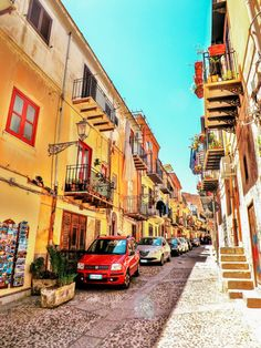 From the food to the weather, the people, the beaches, the architecture, the cost of living and safety - find out what living in Palermo is really like! Palermo Italy, Places In Italy, World Heritage Sites, Sicily, Beautiful Beaches, Day Trips, The Good Place, Language, Sicilian Food