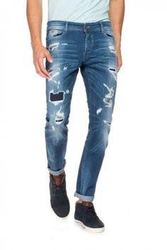 Calças de ganga para homem, chinos, jeans Navarro, calças de ganga Dandy, as descontraídas ErGo ou as de perna bootcut Derby: encontre na Loja Online Salsa o modelo ideal de jeans para qualquer ocasião.