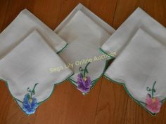 Lot # : 170 - Vintage Applique & Embroidered Flower Napkins