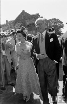 The wedding of JFK and Jacqueline Bouvier, Life magazine, 1953 (Joe Sr. Rose Kennedy, John F Kennedy, Carolyn Bessette Kennedy, Familia Kennedy, John Fitzgerald, Famous Couples, Junior, Jfk, Life Magazine