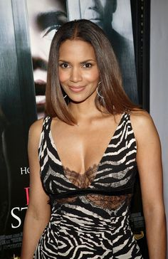 Halle Berry, The Hollywood Bowl, Perfect Strangers, Paramount Pictures, Celebrity Beauty, African Beauty, Pretty Woman, Fitness, Berries