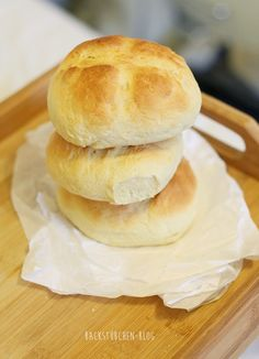 Sunday brunch with quick buttermilk buns Informations About Schnelle Buttermilch-Brötchen ohne Hefe Pan Rapido, A Food, Food And Drink, Waffles, Evening Meals, Sunday Brunch, Dinner Rolls, Food Items, Bread Baking