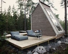 Little Cabin in the Woods   Minimalist Style: Micro Cabin In The Woods - StyleFrizz