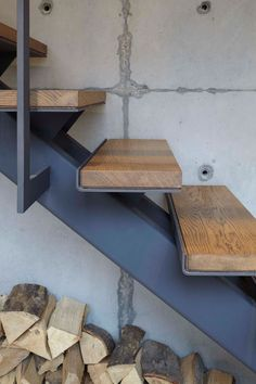 Industrial look with concrete, steel and raw wood