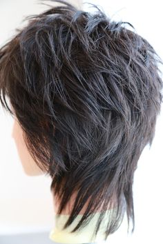 This hair cut with high lights Modern Shag Haircut, Short Shaggy Haircuts, Short Shag Hairstyles, Layered Haircuts, Wig Hairstyles, Short Hair With Layers, Short Hair Cuts For Women, Medium Hair Styles, Short Hair Styles