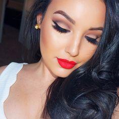 Makeup I'm wearing in my new video  EYESHADOWS & BROWS are #anastasiabeverlyhills, LASHES are Koko Goddess, FOUNDATION is Estée Lauder double wear, highlight/contour is @ctilburymakeup filmstar bronze & glow, & LIPSTICK is @sephora cream matte lips stain in strawberry kissed  #MOTD #amandaensing