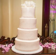 White wedding cakes | sugar flower cake topper | 5 Beautiful Cakes from Recent Real Weddings | Contemporary Bride