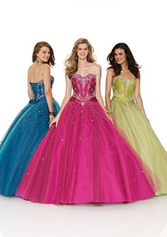 Pick a perfect quinceanera dresses and quinceanera gowns for your special day! Choose from a range of fashionable and stylish quinceanera dresses for your special Sweet 15 or Sweet Dressy Dresses, 15 Dresses, Bridesmaid Dresses, Dressy Outfits, Elegant Dresses, Party Gowns, Wedding Gowns, Party Dress, Dress Prom