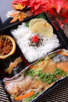 Autumn Bento with Hokkaido Salmon Braised in Miso Sauce 鮭のチャンチャン焼き弁当