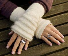 Basit örgü teknikleriyle kolaylıkla kış için pek çok kıyafet ve aksesuara sahip olabilirsiniz. 2015 yılında moda olan hırkalar örebileceklerinizden bir tanesi iken, salaş hırka modelleri oldukça popüler olduğundan daha bol ve salaş görünümlü bayan hırka modelleri örmenizi tavsiye ederiz.