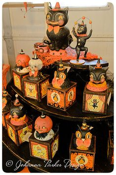 Vintage Halloween Decor with Toys Ornaments Ideas Costumes and candy are only one portion of the fun of the Halloween season. Utilize Halloween lighting to present your house an eerie glow that could … Halloween Tags, Retro Halloween, Vintage Halloween Decorations, Halloween Scene, Halloween Season, Holidays Halloween, Halloween Crafts, Halloween 2018, Halloween Party