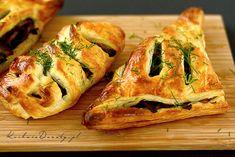 Paszteciki z ciasta francuskiego z pieczarkami Spanakopita, Ethnic Recipes, Food, Waffles, Essen, Meals, Yemek, Eten