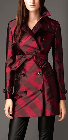 Trench Coat for Women Mid-Length Cotton Twill Red Claret - Burberry Prorsum Spring 2013 RTW Fashion Moda, Love Fashion, Winter Fashion, Fashion Design, Red Trench Coat, Burberry Trench Coat, Top Mode, Coats For Women, Clothes For Women