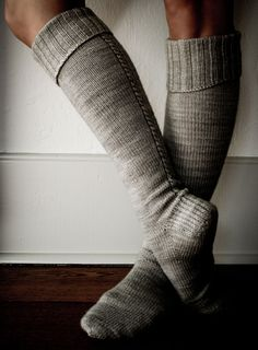 Free knit pattern - Little cable knee highs - The Purl Bee