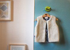 Gilet de berger fourrure intérieur coton fleuri. 4 ans