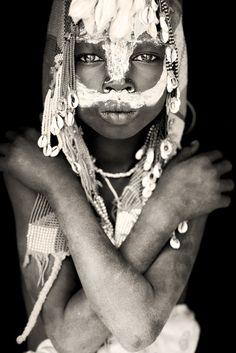 suri girl from omo river / ethiopia