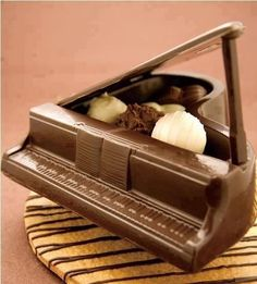 Chocolate piano... looks delicious...