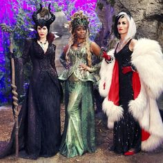 AHHHHHH!!! so not gonna give any spoilers away, but Cruella is my new favorite character on OUAT  she's perfect! I'm so happy that this show is back in my life (PC: Google Images) #ouat #onceuponatime #maleficent #ursula #cruella