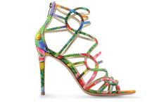 Zapatos para triunfar en la noche estival y no morir en el intento, esa es la clave. Puestos a exigir, exígete a ti misma estas sandalias con estampado tropical de Gianvito Rossi, disponibles en Shoescribe.com.