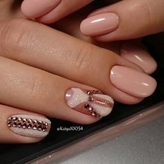Very pretty nude colored winter nail art design. The light nude colors of the nail art s a perfect fit to the embellishments on top consisting of beads and silver dust nail polish for effect.