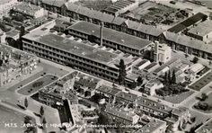 Groningen<br />De stad Groningen: luchtfoto van de M.T.S. Academie Minerva en Zeevaartschool 1952