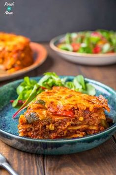 Enchilada Lasagne combines chilli, cheese and soft tortillas. A great slimming friendly recipe for any diet plan like Weight Watchers or counting calories! Slimming World Lasagne, Slimming World Dinners, Slimming World Recipes Syn Free, Slimming Eats, Slimming Word, Slimming World Minced Beef Recipes, Slimming World Chilli, Slimming World Breakfast, Enchilada Lasagne