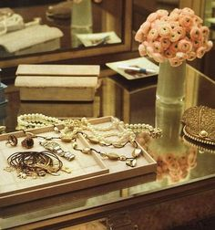 Ranunculus, Cartier and pearls