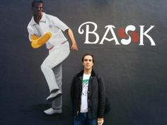 Bosco en Fronton de San Francisco con camiseta de Malasuertemente