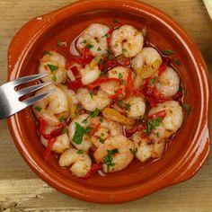 Garnalen in knoflookolie Skinny Kitchen, Goulash, Meat Chickens, Cauliflower, Shrimp, Bbq, Food Porn, Good Food, Appetizers