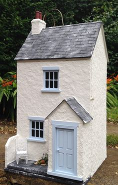 This one is called 'Lavender Cottage'. A great little house for a seaside village! Clay Houses, Paper Houses, Miniature Houses, Dolls House Shop, Pottery Houses, Lavender Cottage, Doll House Plans, Gnome House, Miniture Things