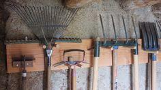 Tool storage for large tools Diy Storage Shed, Tool Storage, Garage Storage, Garden Deco, Garden Tools, Garden Crafts, Globe Bar, Garage Organisation, Storage Organization