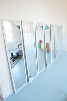 Best home gym mirrors small spaces ideas Home Gym Garage, Diy Home Gym, Gym Room At Home, Home Gym Decor, Basement Gym, Best Home Gym, Basement Ideas, Home Gym Mirrors, Workout Room Home