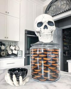 Get the best Halloween Party decor ideas here. From Halloween Outdoor decor to Porch to Lights to Bedroom, Bathroom, Living room decor for Halloween ideas. Halloween 2018, Casa Halloween, Spooky Halloween Decorations, Creepy Halloween, Holidays Halloween, Halloween Crafts, Halloween Party, Halloween Kitchen Decor, Halloween Decorations Apartment