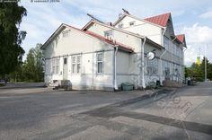 Kajaanin rautatieasema  - jugend jugend-tyyli kaksikerroksinen nikkarityylinen asemarakennus