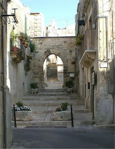 Chiaramonte Gulfi Ragusa Sicily, Beautiful World, Places To Go, Scenery, Around The Worlds, Explore, Country, Architecture, Street
