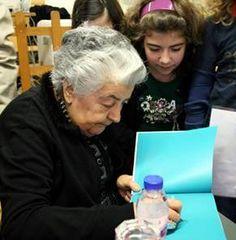 Luísa Dacosta encontra-se com público infantil, na Póvoa de Varzim´  http://rcpvarzim.blogspot.pt/2010/05/luisa-dacosta-encontra-se-com-publico.html