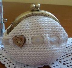 how cute is this Brianna Diy Crochet And Knitting, Love Crochet, Crochet Crafts, Crochet Stitches, Crochet Projects, Crochet Patterns, Crochet Coin Purse, Diy Bags Purses, Coin Purses