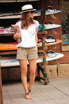 18 casual summer outfit ideas for women 12 Khaki Shorts Outfit, Böhmisches Outfit, Shorts Outfits Women, Mode Outfits, Short Outfits, Casual Outfits, Fashion Outfits, Womens Fashion, Womens Khaki Shorts