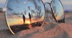 Altijd maar weer dezelfde selfies op je telefoon? Fotograaf Lorenz Holder maakte een filmpje met 7 trucjes om foto's genomen met je smartphone mooier én origineler te maken. Zo kan je bijvoorbeeld van je camera een microlens maken door een druppel water aan te brengen. Handig!