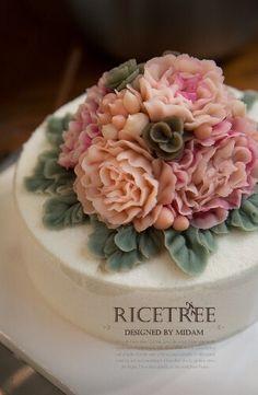 Ricetree Rice cake Buttercream Cake Decorating, Buttercream Flower Cake, Flower Cupcakes, Royal Icing Decorations, Wedding Cakes With Flowers, Rice Cakes, Floral Cake, Cake Toppings, Cake Art