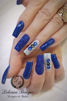 Unhas decoradas com joias 💕 #NailArt 💅 #Azul French Acrylic Nails, Blue Acrylic Nails, Gem Nails, Nail Manicure, Rhinestone Nails, Bling Nails, Nails Design With Rhinestones, Pretty Nail Art, Dope Nails