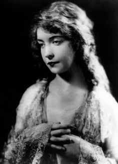 The First Lady of the Silent Screen – 25 Stunning Black and White Portraits of Lillian Gish in the ~ vintage everyday Dorothy Gish, Lillian Gish, Cinema Film, Film Movie, Silent Film Stars, Movie Stars, 1920s Photos, Star Actress, Mary Pickford