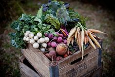 wooden crate/box. caja madera. kitchen. cocina. decoration. decoración. storage. almacenaje. vegetables. verduras. vintage