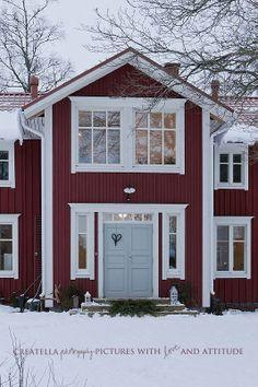 Blue door red house?