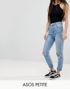 Buy ASOS DESIGN Petite Farleigh slim mom jeans in light stone wash with busted knees at ASOS. With free delivery and return options (Ts&Cs apply), online shopping has never been so easy. Get the latest trends with ASOS now. Sick Day Outfit, 80s Outfit, Korean Outfits, Short Outfits, Light Wash Ripped Jeans, Slim Mom Jeans, Looks Style, My Style, Ripped Jeans Outfit