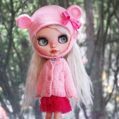 Beautiful Blythe Knit Set Helmet & Sweater  JUST ONE SET! Dont miss the opportunity :-)  The listing is for one hand knitted Helmet & one sweater