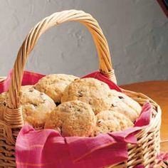 English Scones - oh PLEASE let these be like the scones we got last summer in London! Have to try this soon!