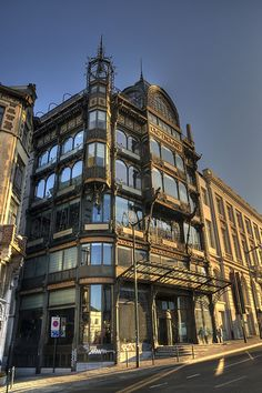 OLD ENGLAND Paul Saintenoy 1899 - former department store museum of musical instruments. Best sunset spot ever! Holland Netherlands, Europe, Best Sunset, Architecture Old, Old Buildings, London City, Department Store, Belle Epoque, Art Nouveau