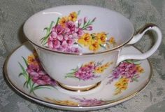 Set of 2 Cascade English Teacup  http://roses-and-teacups.com/english-tea-cup.php